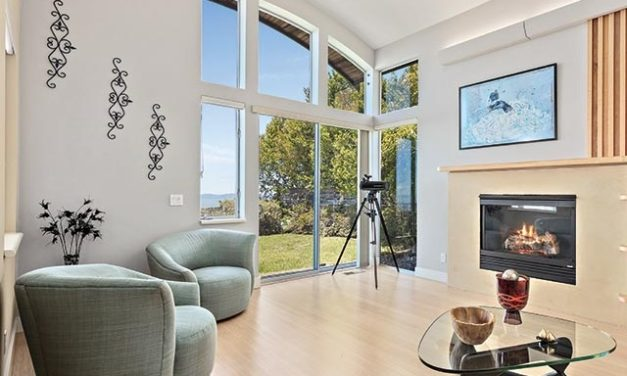 Sky and Sun Dominate Claremont Hills Home Design